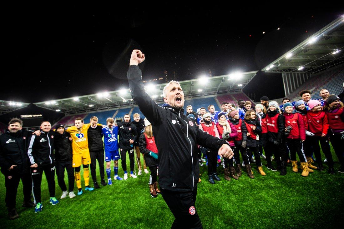 KFUM-trener Jørgen Isnes jubler etter kvalifiseringskampen til Eliteserien menn, 2. runde: KFUM Oslo – Kongsvinger på Intility Arena. Foto: Teigen, Trond Reidar / NTB scanpix