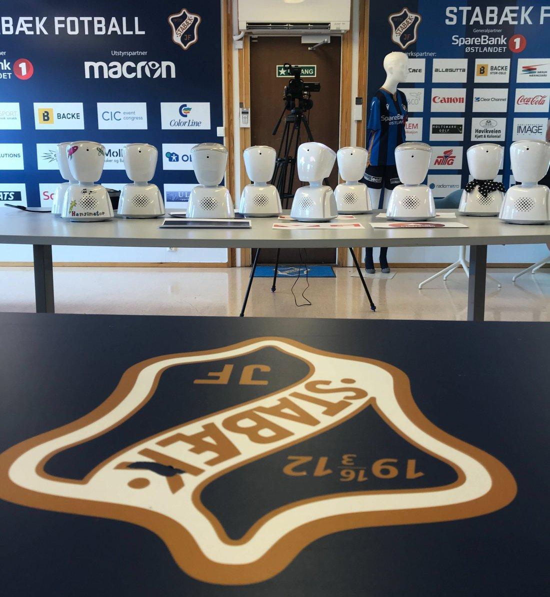 Her er pressekorpset under dagens pressekonferanse hos Stabæk Fotball